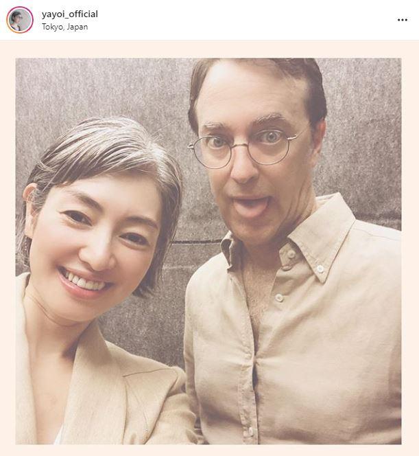 「素敵なシルバーヘア」小雪の姉・弥生、お茶目な夫との2SHOTに反響「素敵なご夫婦」サムネイル画像