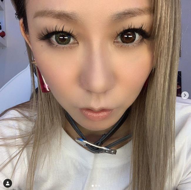 倖田來未、左右異なるカラーのカラコン自撮りSHOTに反響「美人すぎる」「オッドアイになってる!?」サムネイル画像