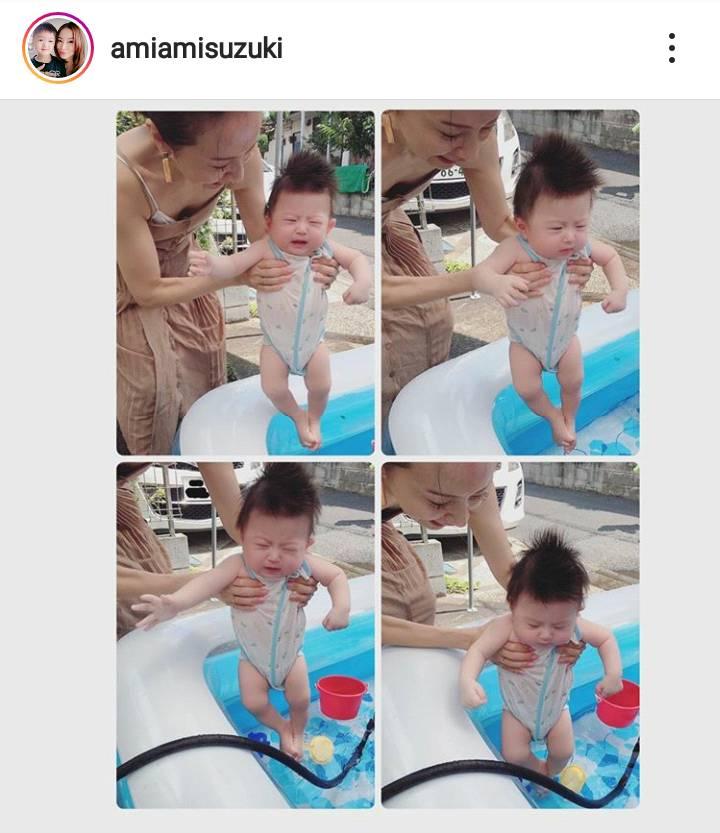 鈴木亜美、子供とプール遊び&次男の寝返りSHOTに「可愛いなぁ」「一歩成長ですね」の声