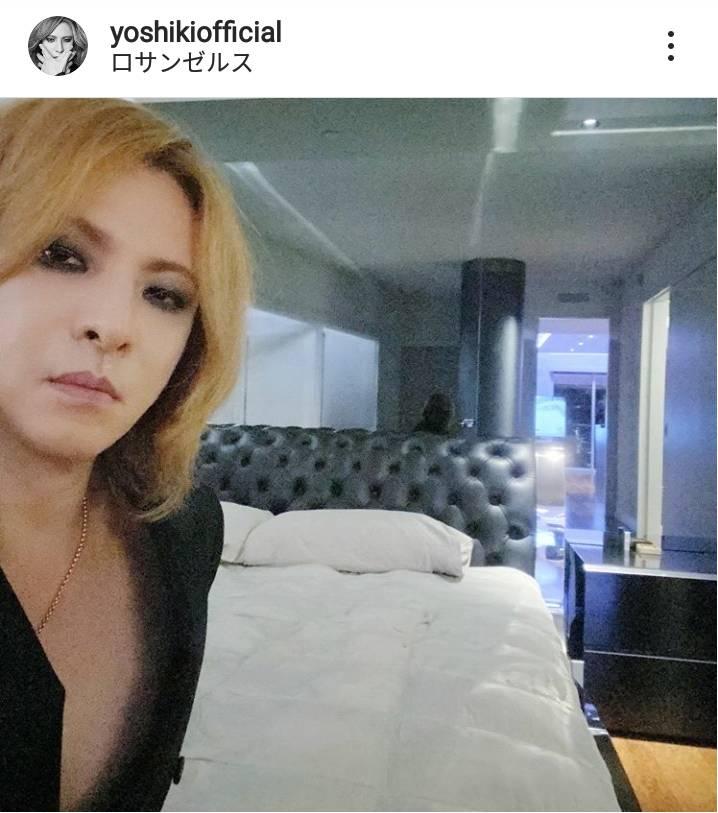 YOSHIKI、LAの家のベッドルーム公開で驚きの声「広々してるなぁ」「めちゃくちゃゴージャス」