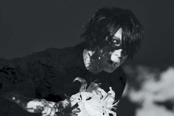 葉月、自身初ソロアルバム『葬艶-FUNERAL-』よりリードトラック「PHOENIX」のミュージックビデオを解禁サムネイル画像