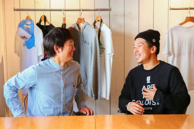 (左)アキラ100%さん (右)横尾初喜監督