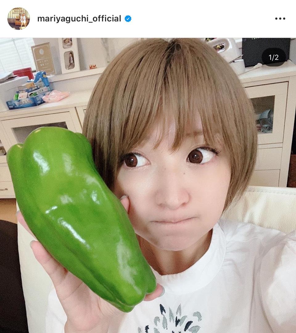 """「顔ちっちゃ!」矢口真里、""""巨大野菜""""との自撮りSHOT公開し反響「可愛いすぎ」"""