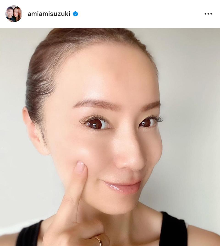 鈴木亜美、美肌際立つ笑顔SHOT公開し反響「すっぴんでこれ」「透明感とモチモチ感」
