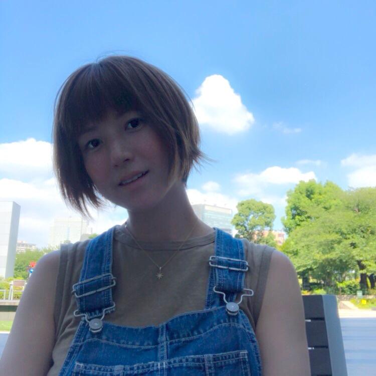 第4子出産のhitomi、青空お出かけSHOT公開&産後トレーニング開始を報告「無理のないていどに…」サムネイル画像