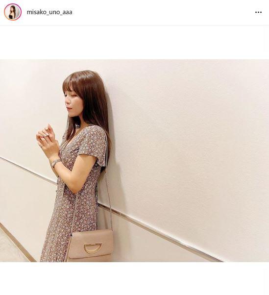 AAA宇野実彩子、花柄ワンピ&NEWヘアカラー公開に「オシャレのお手本」「横顔めっちゃ綺麗」