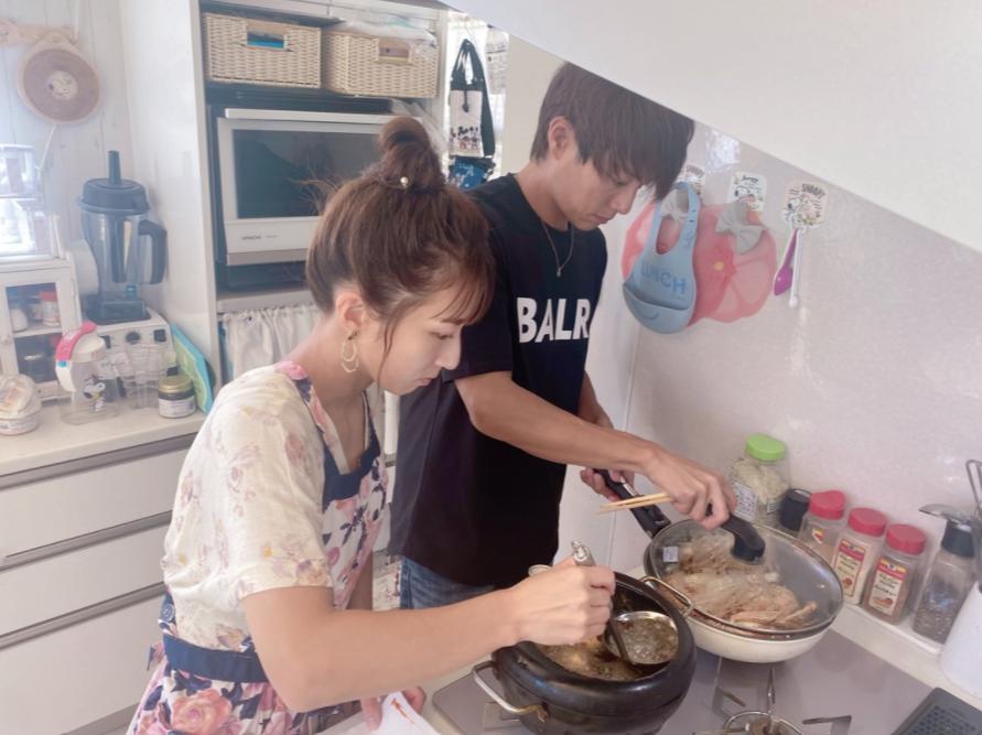 """辻希美、夫・杉浦太陽との仲良し""""料理SHOT""""公開「夫婦でキッチンに立ち…」"""