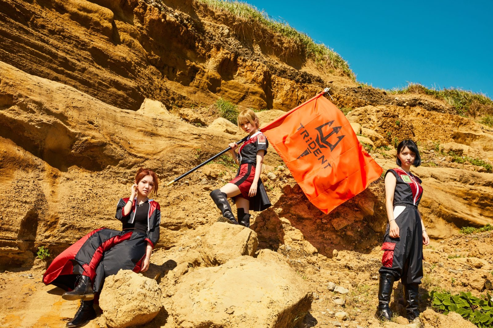 TRiDENT(ex-ガールズロックバンド革命)、待望の新曲MV「JUST FIGHT」 を公開サムネイル画像