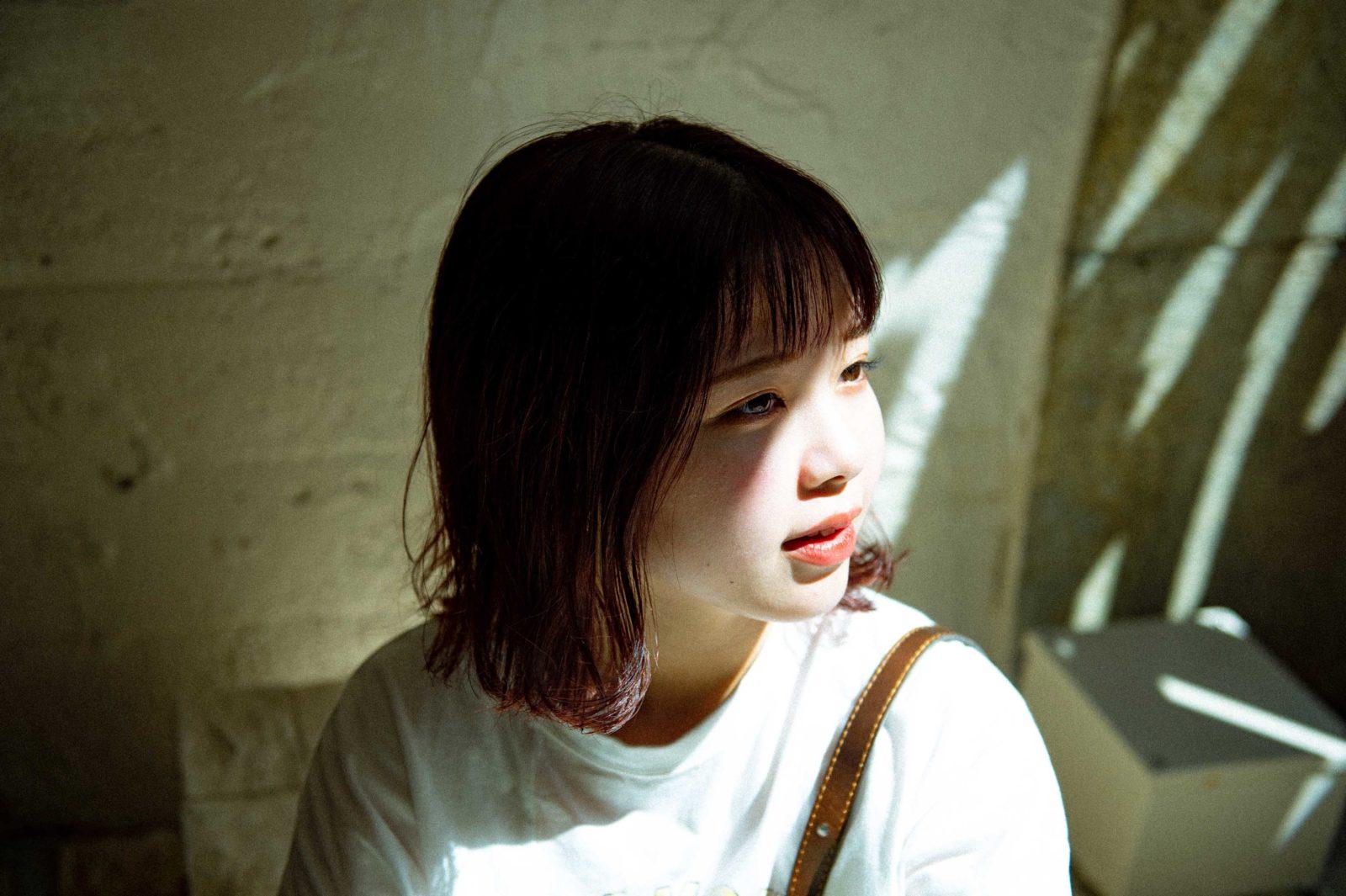 asmi、1stアルバム『bond』から「summer sour」のMV公開
