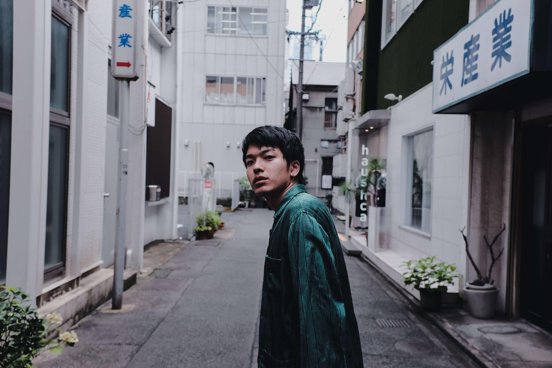 碧海祐人、自身初となるEP『逃避行の窓』をリリース&リード曲「夕凪、慕情」のMV公開