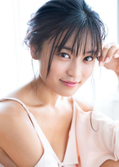 """小島瑠璃子、グラビア撮影で意識している""""男子ウケ""""とは?「しっとりで…」サムネイル画像"""